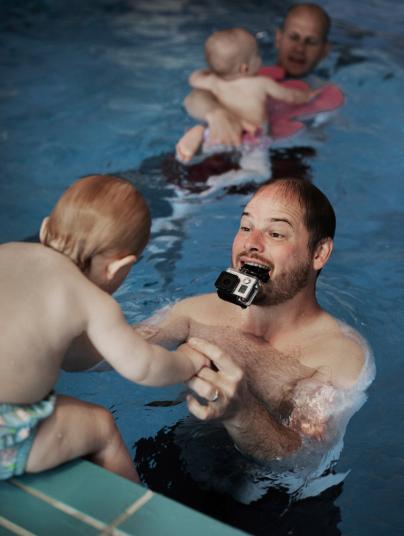 資訊科技顧問 Mathias Thinsz 休假六個月,陪伴女兒 Maja。