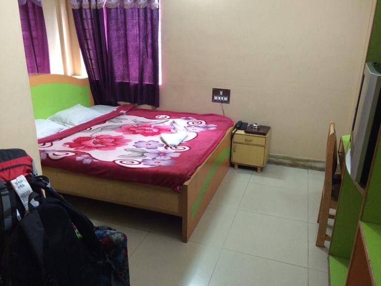 物非所值的酒店單人房,是全程住的最貴的一次:HKD130/晚(有空調);及後在其他地方住單人房都只是~HKD60/晚(沒有空調)
