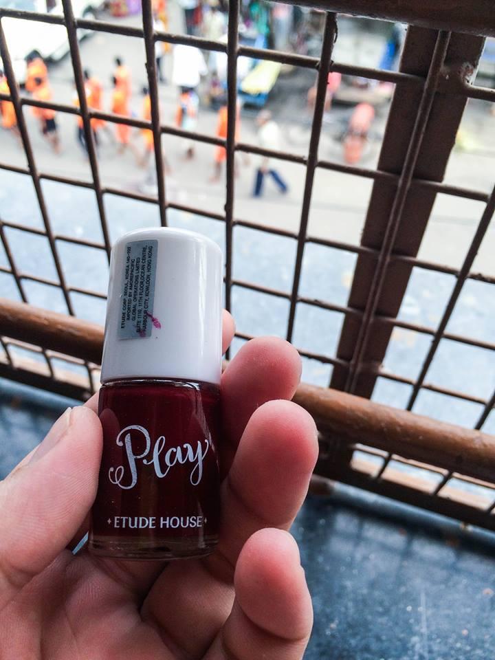 由香港帶來的指甲油,婆婆們都喜歡大紅/鮮粉紅色。