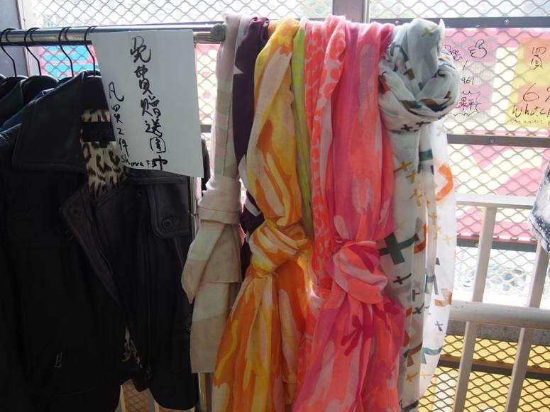 限定優惠:現凡購買任何2件或以上產品,即可獲贈時尚頸巾一條,數量有限,送完即止。