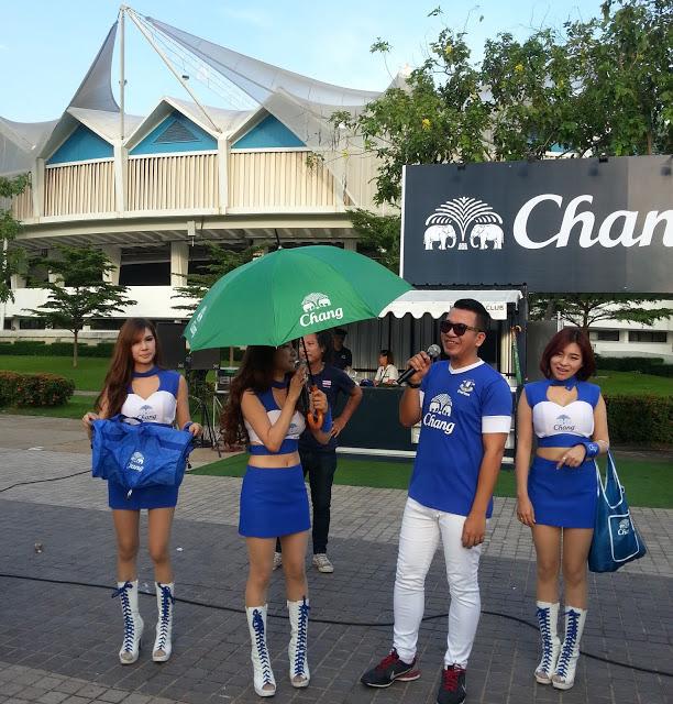 最熱鬧的當然是Chang啤酒的攤子