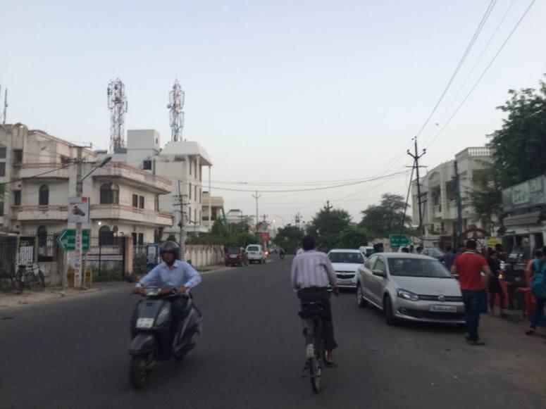 Guest House位於Jaipur新城區,外面的大街很乾淨,交通又整齊,讓人有種不是印度的錯覺!