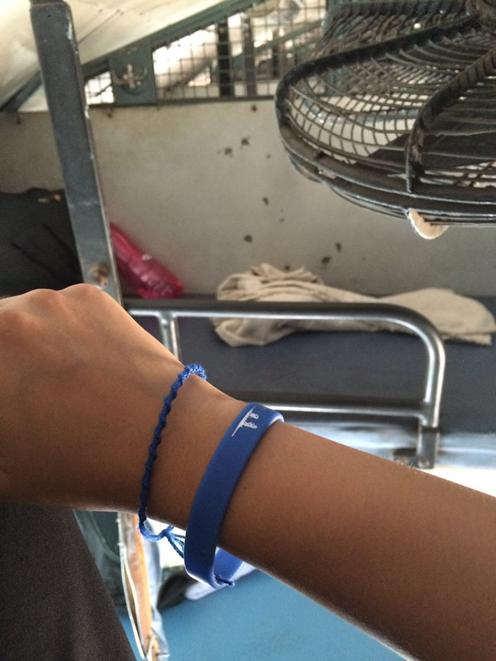 上面藍色手繩是在日本認識的Colombian朋友送的