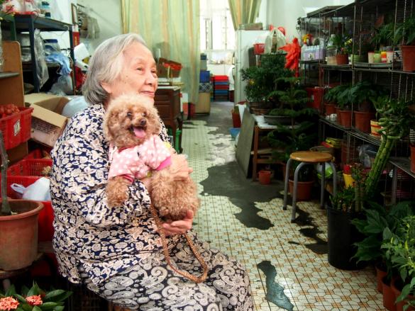 黎婆婆與芝芝。